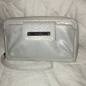 Nine west silver Croco pattern phone Wristlet NWT